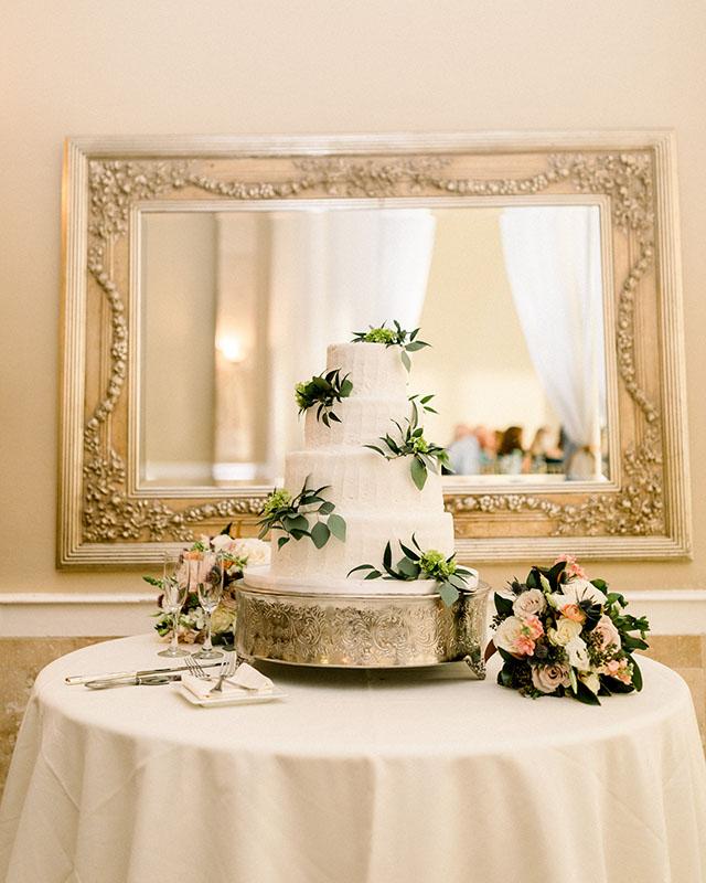 Taylor Zach Wedding cake & flowers