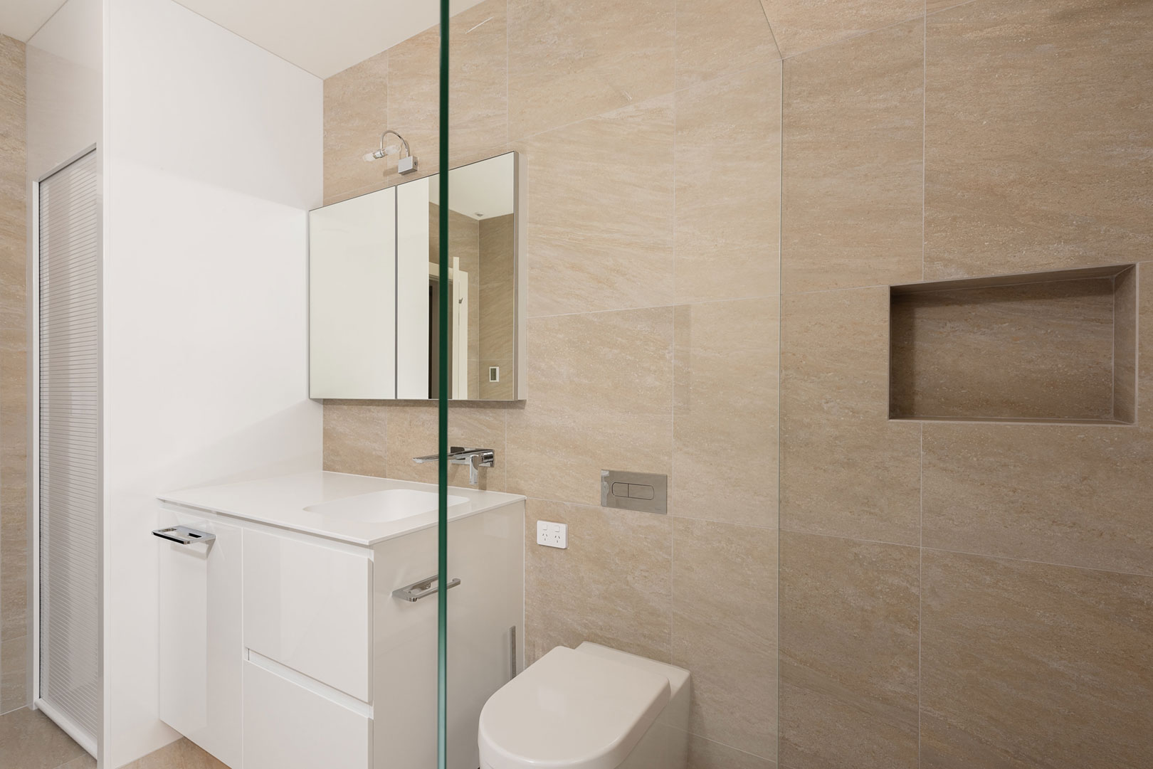 Recessed shower shelf, frameless Superclear low iron shower panel