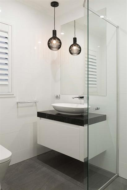 Small bathroom floating bathroom cabinet in gloss white with round basin and floor-to-ceiling tiles