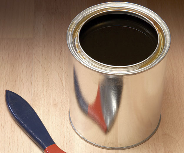 an open can of shellac