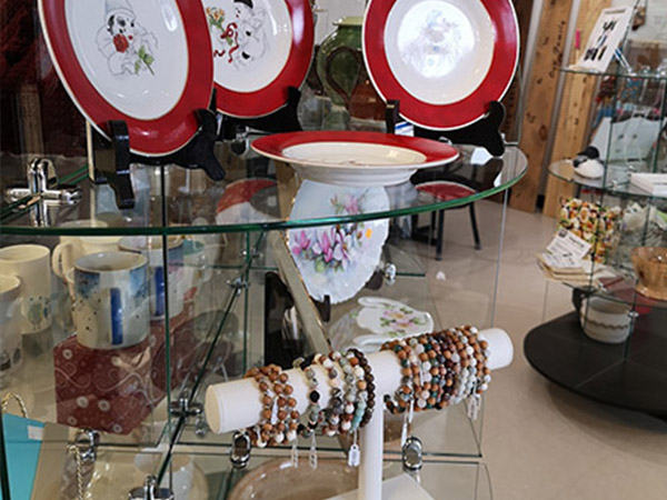 display of jewellery and plates on glass shelves
