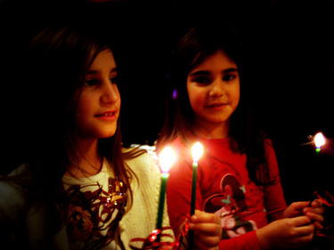 40 Covid-Safe and Meaningful December Traditions for Families